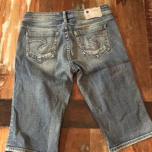 Silver bermuda shorts. Size 29
